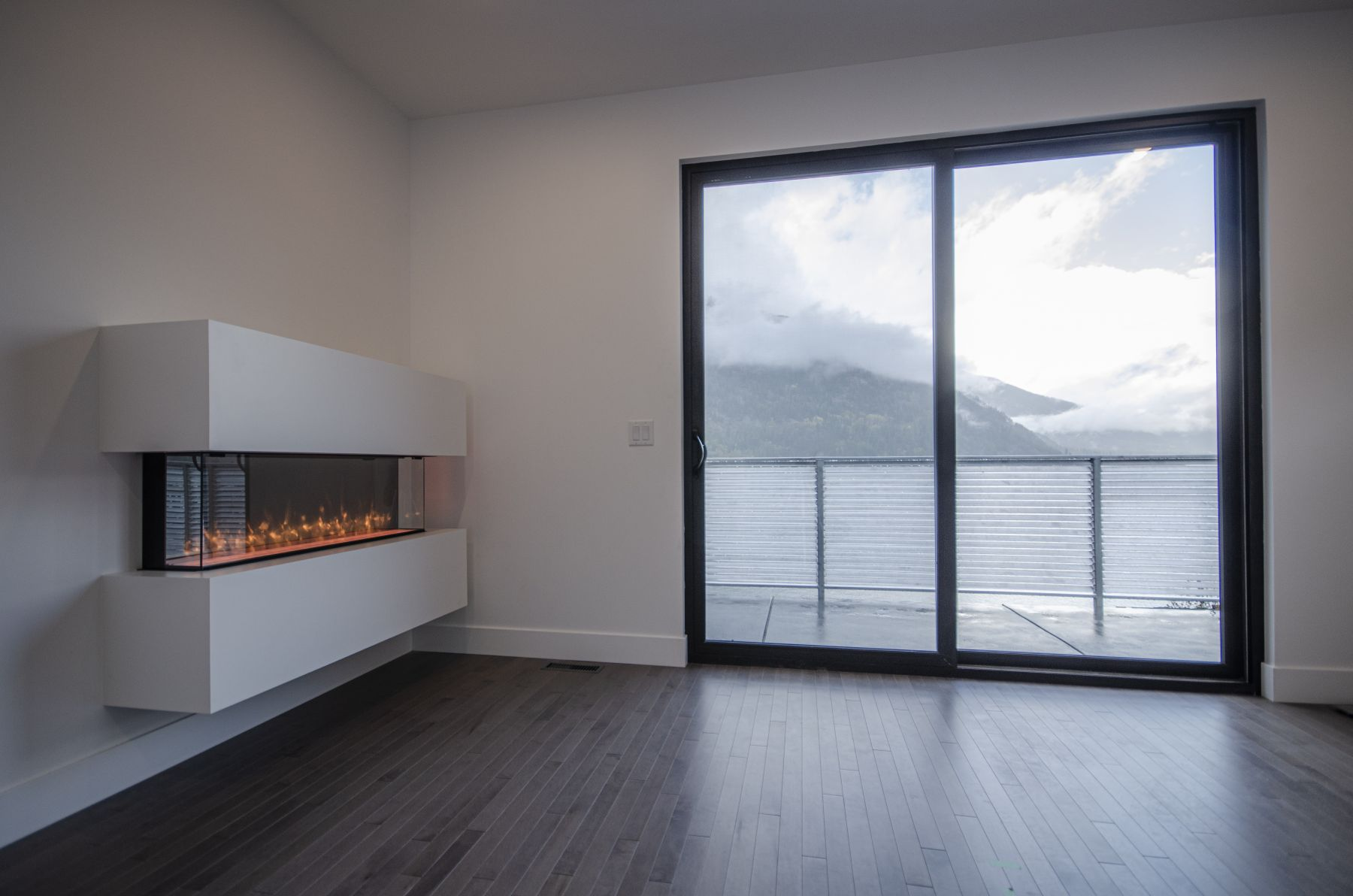 master-bed-Fireplace-1a